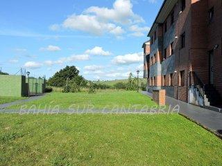 Piso en urbanización con amplia zona verde y padel, Gajano