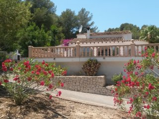 BEAUTIFUL PRIVATE VILLA IN LARGE GARDENS, Moraira