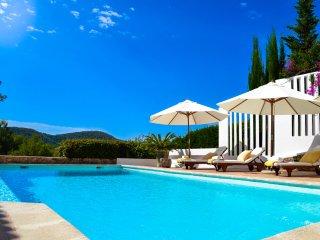 Vila con una impresionante vista de la ciudad de Ibiza y thesea, Ibiza Town