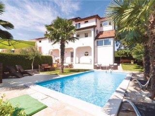 4 bedroom Villa in Selina, Istria, Sveti Lovrec, Croatia : ref 2301626, Kruncici