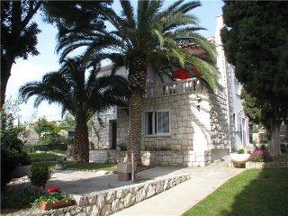 4 bedroom Villa in Trogir, Central Dalmatia Islands, Ciovo, Croatia : ref 2302148