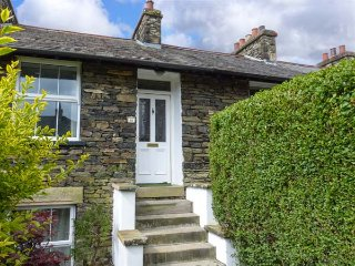 FISHER'S RETREAT, cosy cottage, dog friendly, enclosed courtyard, close to Lake Windermere, in Windermere, Ref 928580