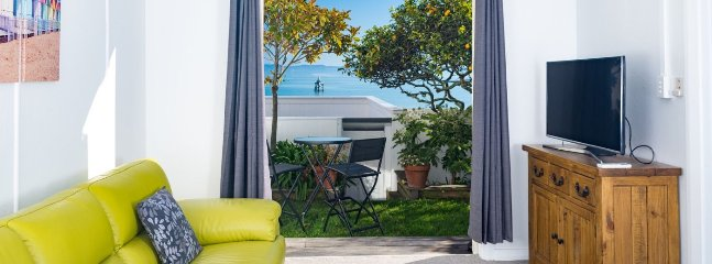 The Elegant Lady's Mate - Nelson Waterfront Cottage for 2!, Moana
