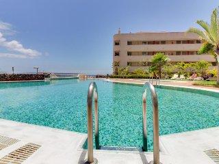 Cozy beachside condo with ocean views, pool access & more, Palm-Mar