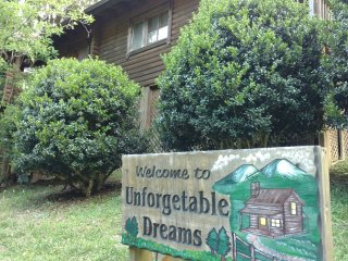 UNFORGETTABLE DREAMS -GORGEOUS CABIN, Sevierville