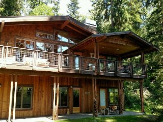 Beautiful craftsman lakeside chalet home. 2 bed, 2.5 bath. (248)