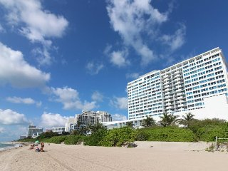 Access to beach, pool, fitness center, & more at this ocean front condo!, Miami Beach