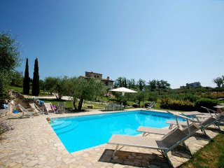Luxury villa with private pool near Todi., Pantalla