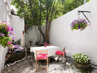 Central Historical Flat with Private Garden, Istanbul