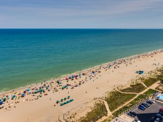 Oceanfront paradise w/ view, beach access, resort amenities, Ocean City