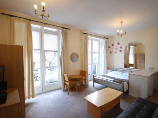LOVELY LARGE STUDIO NEXT TO HYDE PARK W2