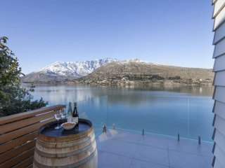 Kohanga Lakeside Villa, Queenstown