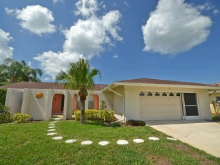 Waterfront Pool Home in Golf Community 10 Minutes, Rotonda West