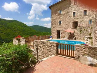 MACERINO CASTLE : POOL VIEW, 17 KMS/SPOLETO, Spoleto