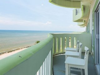 Galveston Seawall Condo with Birds-Eye Gulf Views & Pool/Hot Tub Access