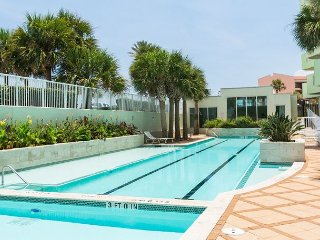 Large 3BR Seawall Condo w/ Epic 8th Floor Gulf Views! Pool & Hot Tub