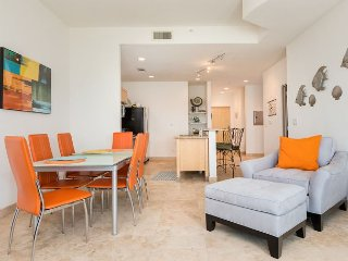 Large 3BR Seawall Condo w/ Epic 8th Floor Gulf Views! Pool & Hot Tub