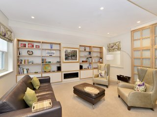 Spacious and Wonderful 3 Bedroom House, Londres