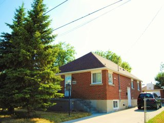 3 Bedroom with 1.5 Bath and 5 Mins Away from Falls, Niagara Falls
