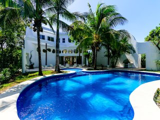 VILLA LAS VENTANAS - 5 BR (10 Beds) for 15 guests, Cozumel