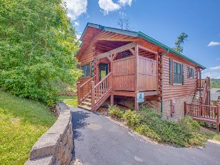 Summer Special from $99! 1BR Gatlinburg Cabin Near Downtown. Sleeps 4.