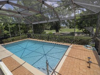 Par View on the Green: Peaceful 3 Bedroom Pool Home Great for Golfers!, Sanibel Island