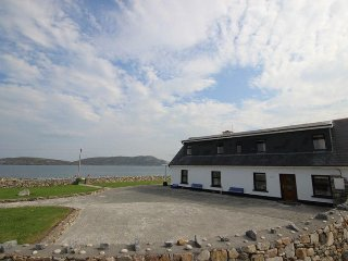 Beach House Cleggan - Stunning beach property sleeping 12