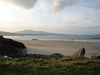 Toonacarra Cottage, Renvyle - Traditional Irish Cottage in scenic area only 1/4 mile from Beach