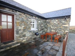 Ballyconneely Stone Cottage - Delighted to offer this recently built stone cottage set in a peaceful surrounding with stunning views of the sea and the Twelve Bens mountains.