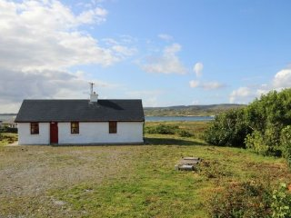 Derrygimla, Ballyconneely - Traditional modern style Irish holiday cottage