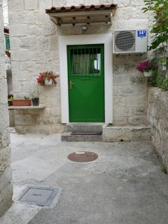 you can not miss green door! welcome!