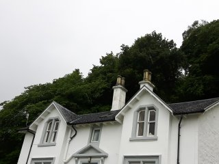 Waterfront upper flat in traditiona Scottish villa, Dunoon