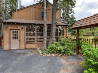 Wonderfully Cozy 3BR Tahoma House w/Wifi, Gas Grill & Private Deck - Walk to Chambers Landing Beach! Easy Access to Meeks Bay, Ski Slopes, Restaurants & More!
