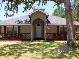 Sailor House, 3 Bed/2Ba Sleeps 12, Blocks f/beach!