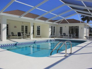 Luxury vacation rental | 2 Master bedrooms | Large private pool | Vacation Home