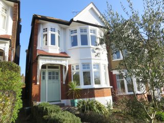 Beautiful 4 bed house close to central London