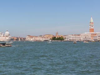 Benvenuti a Venezia , Siamo lieti di ospitarvi ....