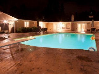 Mission Park Private Acreage with Pool and Tennis, Kelowna