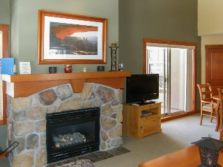 Ski-in/out condo w/shared pool, hot tub & more - awesome views!, Solitude