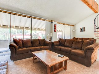 Roomy condo with a shared hot tub, swimming pool, & game room, Copper Mountain