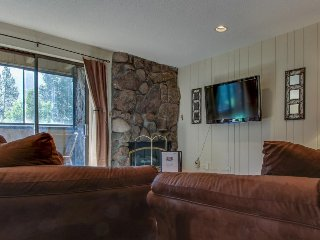 Ski-in/ski-out to American Eagle lift; dog-friendly w/ shared pool & hot tub!, Copper Mountain