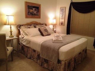Private Room with Queen Bed – Second Story