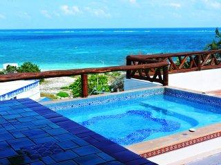 Condominio con piscina a 50 metros de la playa / / Rivie, Puerto Morelos
