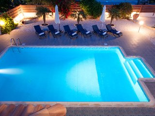 Superb 5* Luxury Villa with large private pool in great location!