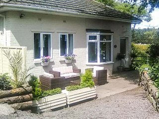 BRACKEN BARN COTTAGE, one level, patio, WiFi, pet-friendly, in Widdrington, Ref 921383