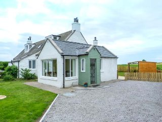 SIMMER DIM semi-detached, superb accommodation, woodburning stove, close to coast, in Southerness Ref 937831
