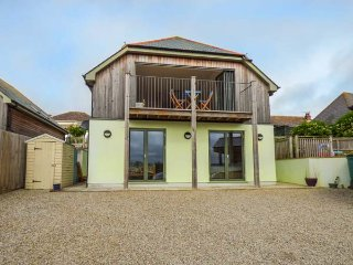 WEERONA, contemporary and spacious, en-suite, gym, woodburner, in Perranporth, Ref 940561