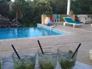 HOM'SWING vacances de rêve ( appartement Raz de jardin dans villa)