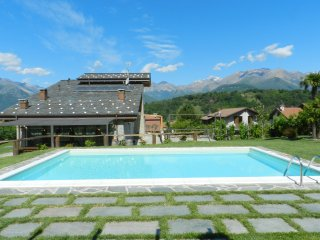 VILLA LA CORTE PRIVATE SWIMMING POOL 2000MQ GARDEN, Colico