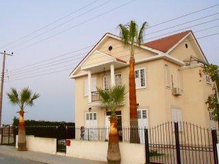 Spacious villa 4 bedrooms Oroklini Larnaca Cyprus